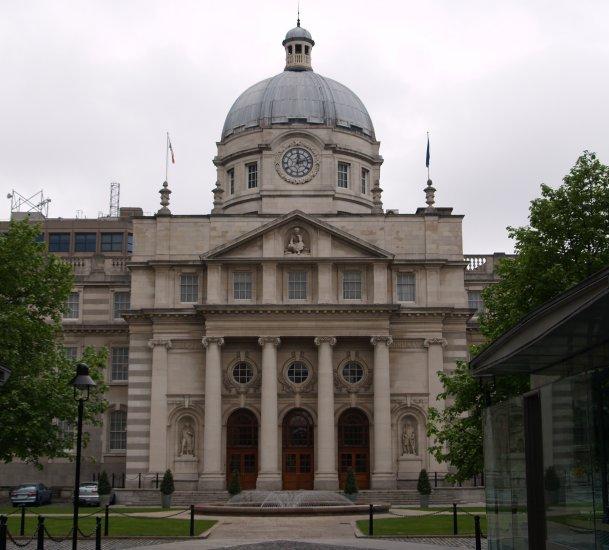 Neo Georgian 52. the elegant, neo-classical and 'neo-georgian' facade and seat
