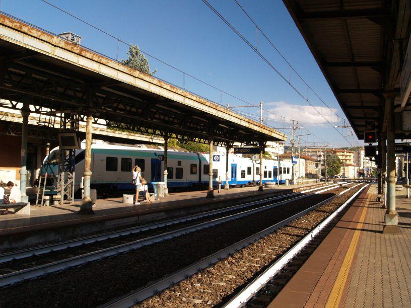 arezzo chiusi italy train - photo#2