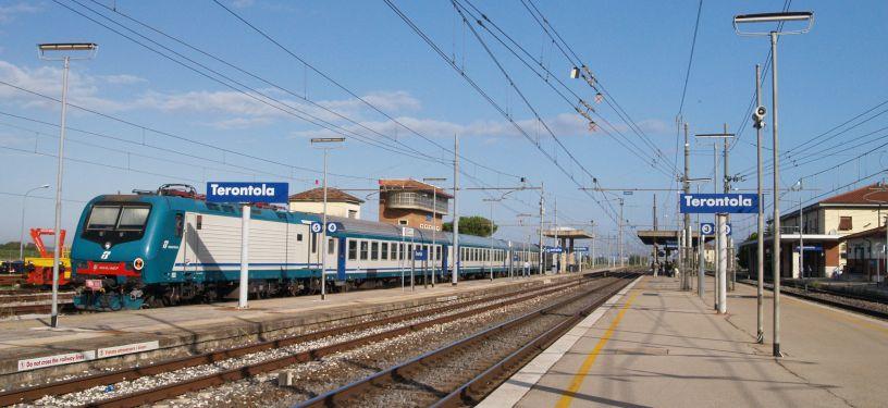 arezzo chiusi italy train - photo#17