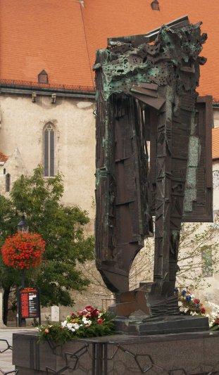 2 St Martin S Cathedral Statue Of St Martin Bratisalva