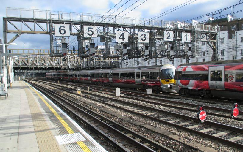 Class 332 Heathrow Express EMU trains Siemens electric ...