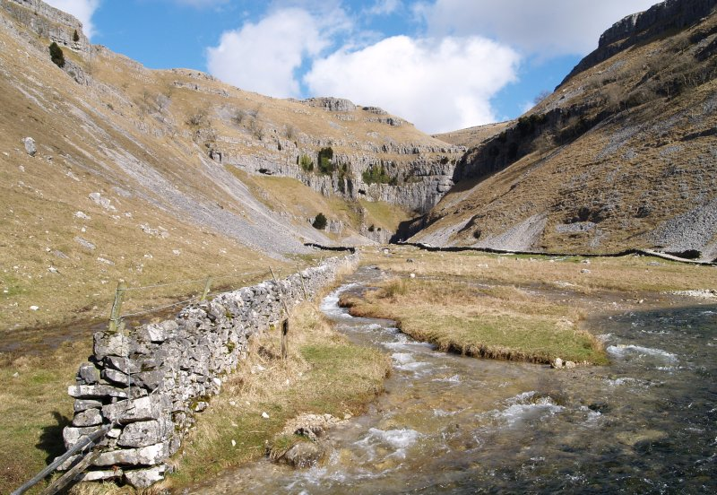 Picture 4 Gordale Scar 2 Approach Yorkshire Dales