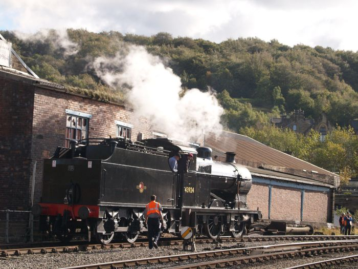 Keighley & Worth Valley Railway: 43924 and NUNLOW beyond Keighley Station.