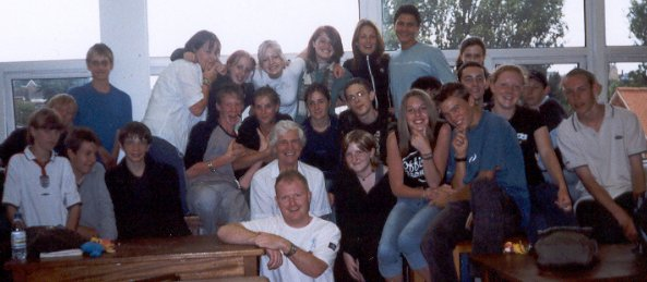 My last GCSE Science-Chemistry-Physics class Set 10DE1 Whitby Community College 2002-2003